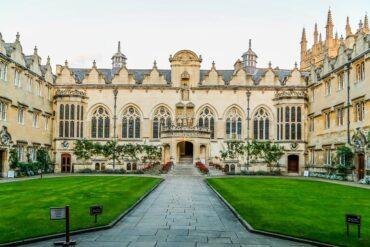 شروط التقديم في الجامعات البريطانية